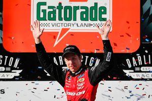 Brad Keselowski, Team Penske, Ford Mustang Snap-On celebrates