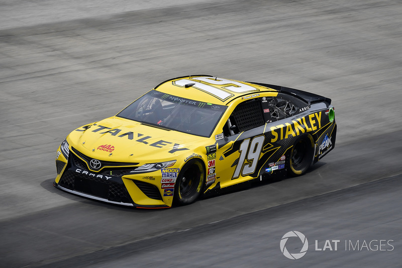 21. Daniel Suarez, Joe Gibbs Racing, Toyota Camry STANLEY