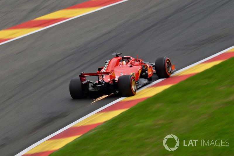 Sebastian Vettel, Ferrari SF71H, solleva scintille
