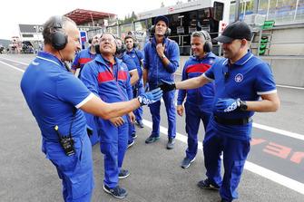 El equipo celebra la pole de David Beckmann, Trident