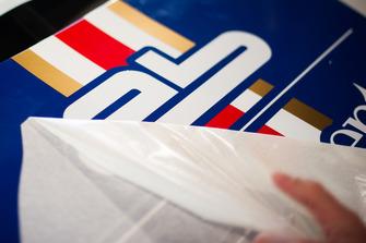 Preparazione della livrea storica della Porsche GT3 Cup di Francesco De Luca, AB Racing