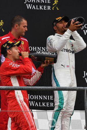 Sebastian Vettel, Ferrari e Lewis Hamilton, Mercedes AMG F1, festeggiano sul podio con lo champagne