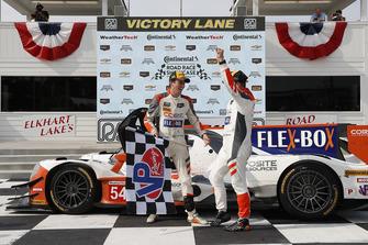 #54 CORE autosport ORECA LMP2, P - Jon Bennett, Colin Braun, podio