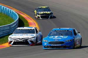 Ryan Blaney, Team Penske, Ford Fusion PPG and Spencer Gallagher, BK Racing, Toyota Camry Allegiant