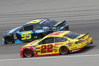 Joey Logano, Team Penske, Ford Fusion Shell Pennzoil Kasey Kahne, Leavine Family Racing, Chevrolet Camaro WRL General Contractors