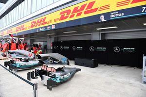 Le garage et les écrans de protection de Mercedes AMG F1