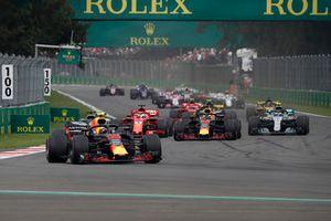 Max Verstappen, Red Bull Racing RB14 mène au départ