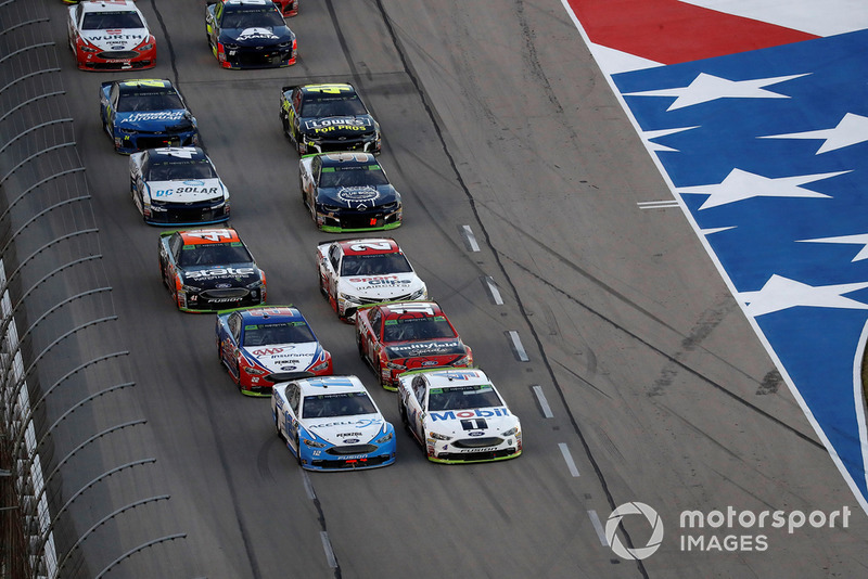 Ryan Blaney, Team Penske, Ford Fusion Accella/Carlisle, Kevin Harvick, Stewart-Haas Racing, Ford Fusion Mobil 1, restart