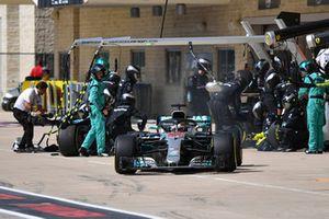 Lewis Hamilton, Mercedes-AMG F1 W09 aux stands
