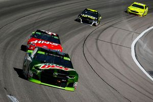 Chase Elliott, Hendrick Motorsports, Chevrolet Camaro Mountain Dew and Kurt Busch, Stewart-Haas Racing, Ford Fusion Haas Automation/Mobil 1