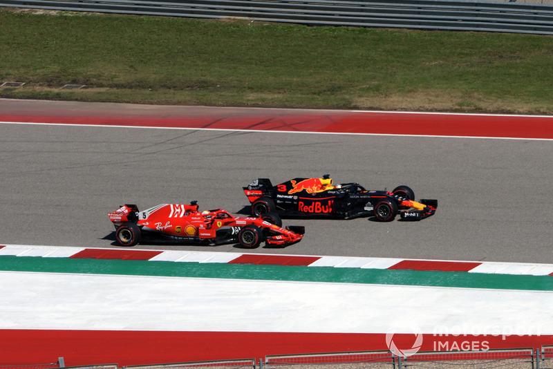 Daniel Ricciardo, Red Bull Racing RB14, bertarung dengan Sebastian Vettel, Ferrari SF71H