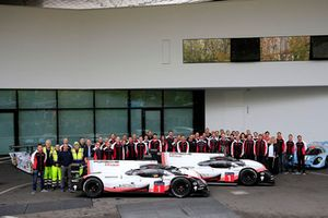 Porsche team group photo with the Porsche 919 Hybrid Evo
