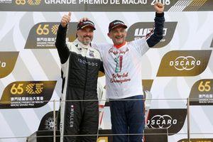 Podium: Kampioen Gabriele Tarquini, BRC Racing Team Hyundai i30 N TCR, nummer twee Yvan Muller, YMR Hyundai i30 N TCR