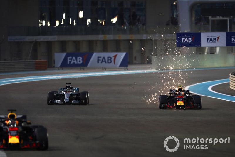 Daniel Ricciardo, Red Bull Racing RB14, Max Verstappen, Red Bull Racing RB14, y Lewis Hamilton, Mercedes AMG F1 W09 EQ Power+