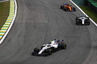 Sergey Sirotkin, Williams FW41, leads Lance Stroll, Williams FW41, and Stoffel Vandoorne, McLaren MCL33