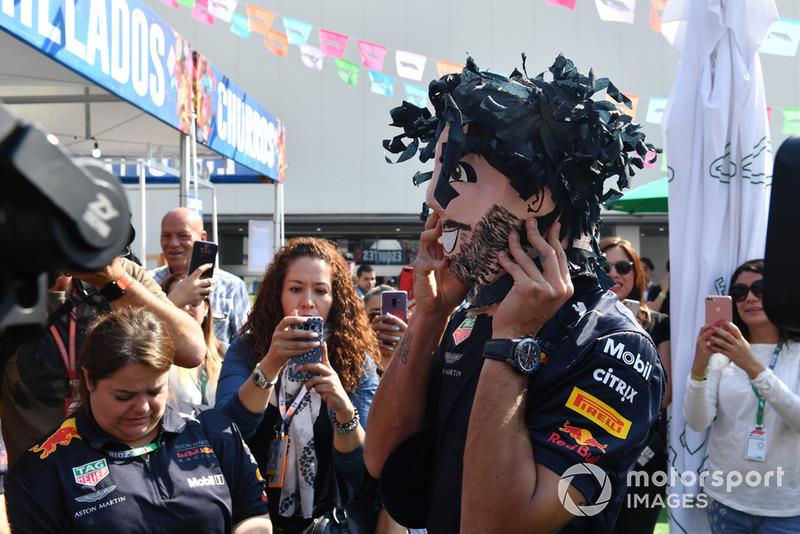 Daniel Ricciardo, Red Bull Racing with the his Mexican Pinata Paper Mache figures head