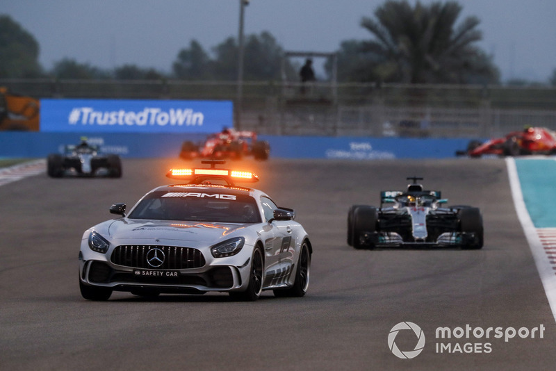 Safety Car lidera a Lewis Hamilton, Mercedes AMG F1 W09 EQ Power+