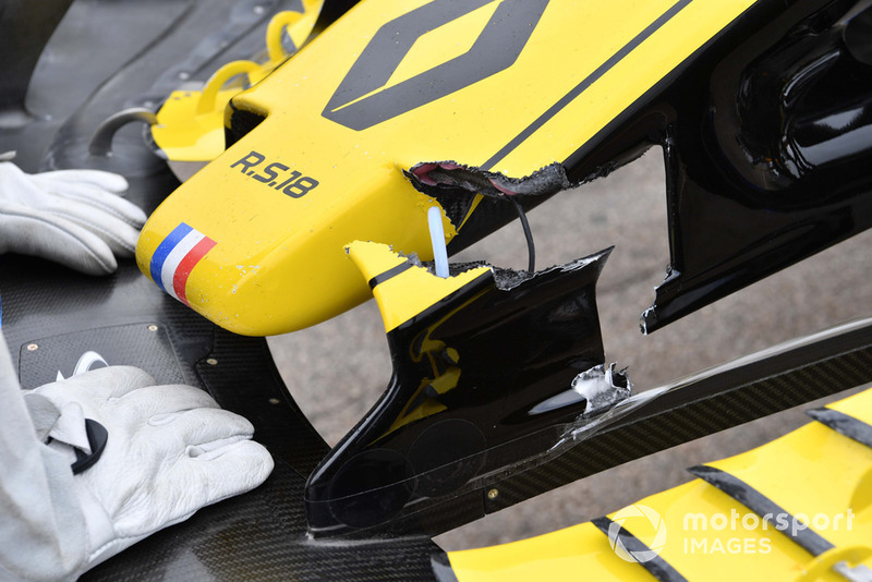 Crashed car of Nico Hulkenberg, Renault Sport F1 Team R.S. 18 in FP2