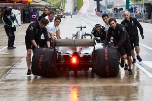 Mechanics return Lewis Hamilton, Mercedes AMG F1 W09 EQ Power+, to the garage