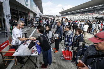 Autograph Session, Tiago Monteiro, Boutsen Ginion Racing Honda Civic Type R TCR