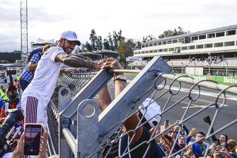 Lewis Hamilton, Mercedes AMG F1 celebrates with the fans