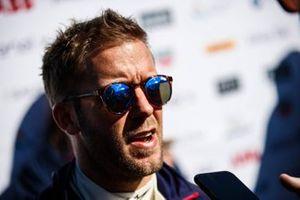Sam Bird, Envision Virgin Racing, talks to the press