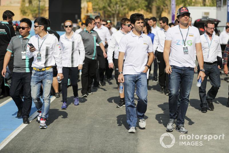 Cacá Bueno (à direita) ao lado de Sérgio Jimenez, companheiro na Jaguar Brazil Racing, no primeiro fim de semana da Jaguar I-Pace eTrophy. Ele foi o quarto colocado na prova