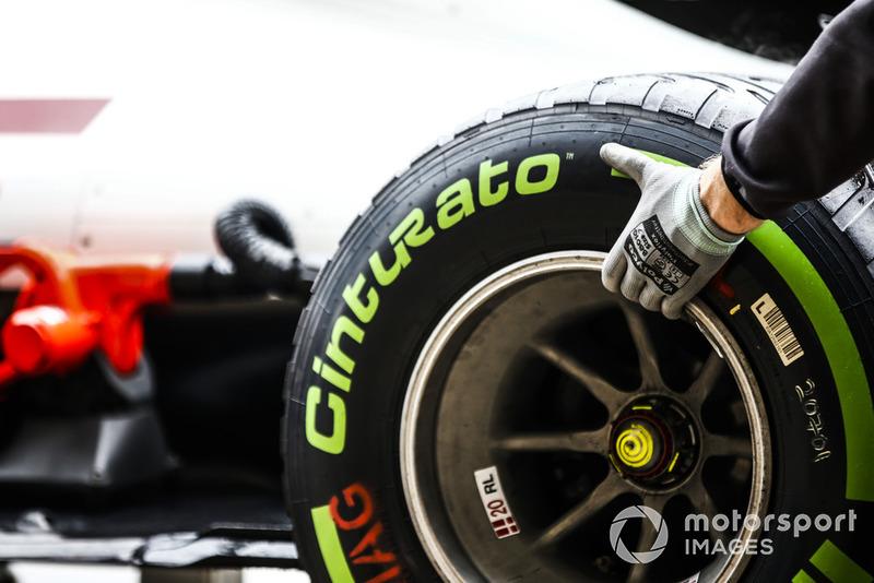 Un neumático intermedio Pirelli