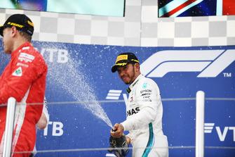 Racewinnaar Lewis Hamilton, Mercedes AMG F1 op het podium