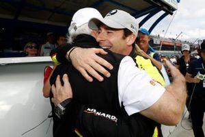 Simon Pagenaud, Team Penske Chevrolet celebrates winning the NTT P1 award and the pole