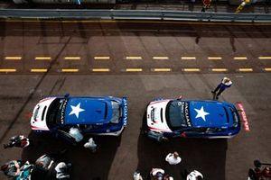 Katherine Legge, Rahal Letterman Lanigan Racing, Bryan Sellers, Rahal Letterman Lanigan Racing in the pit lane