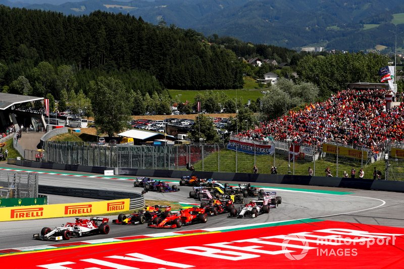 Kimi Raikkonen, Alfa Romeo Racing C38, leads Sebastian Vettel, Ferrari SF90, Max Verstappen, Red Bull Racing RB15, Pierre Gasly, Red Bull Racing RB15, Antonio Giovinazzi, Alfa Romeo Racing C38, and the remainder of the field at the start