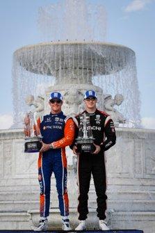 Winnaars van race 1 en race 2 Scott Dixon, Chip Ganassi Racing Honda, Josef Newgarden, Team Penske Chevrolet