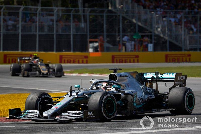 Lewis Hamilton, Mercedes AMG F1 W10, leads Kevin Magnussen, Haas VF-19