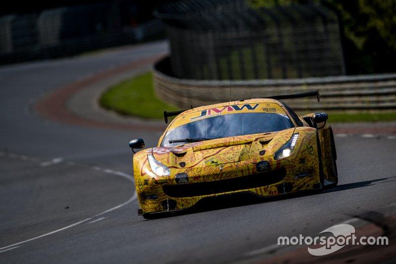 Rodrigo Baptista, Jeff Segal e Wei Lu - Ferrari JMW MOTORSPORT #84