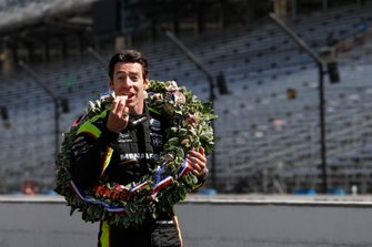 Simon Pagenaud, Team Penske Chevrolet eats a Long's donut