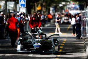 Stoffel Vandoorne, HWA Racelab, VFE-05 esce dalla pit lane