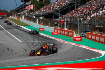 Pierre Gasly, Red Bull Racing RB15, guida Romain Grosjean, Haas F1 Team VF-19