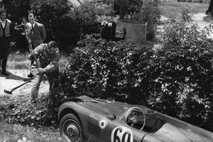 Jean de Montremy, Jean Hemard, Monopole Panhard goes off into the bushes and the driver tries to hack away to get the car back on track