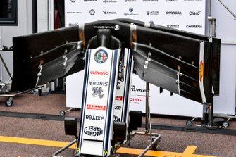 Alfa Romeo Racing C38 ala delantera