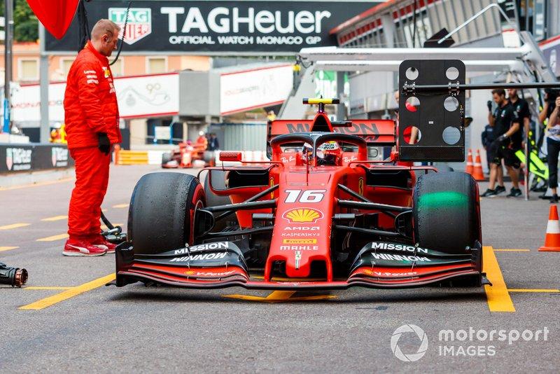 Charles Leclerc, Ferrari SF90, ai box durante le prove