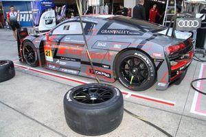 #21 Audi Team Hitotsuyama Audi R8 LMS: Richard Lyon, Ryuichiro Tomita