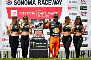 1. Martin Truex Jr., Joe Gibbs Racing, mit den Monster-Girls