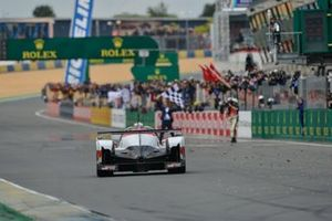 Il vincitore #8 Toyota Gazoo Racing Toyota TS050: Sébastien Buemi, Kazuki Nakajima, Fernando Alonso