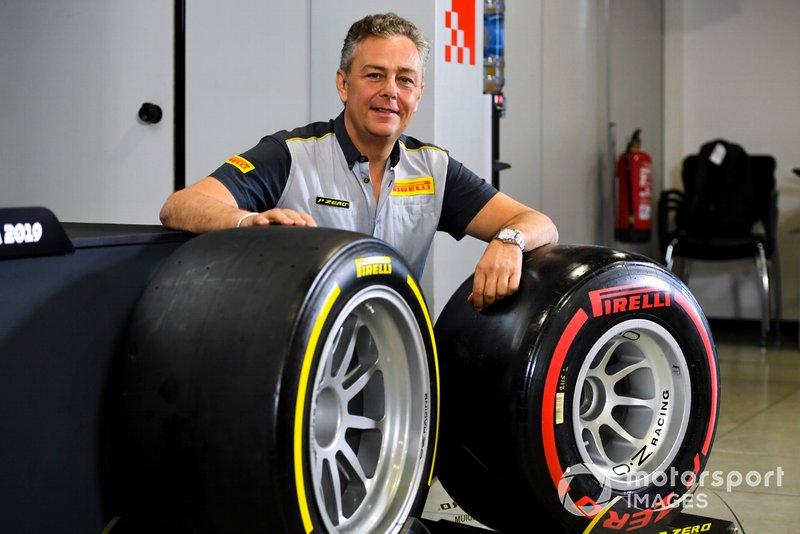 Mario Isola, directeur de la compétition de Pirelli Motorsport présente les nouveaux pneus de F2