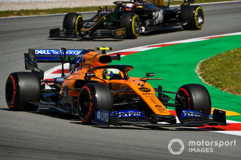 Lando Norris, McLaren MCL34, leads Romain Grosjean, Haas F1 Team VF-19