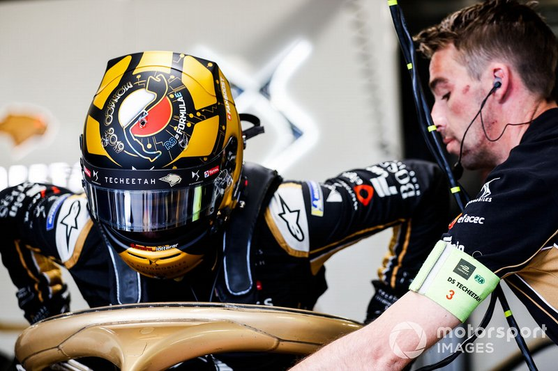 Andre Lotterer, DS TECHEETAH, DS E-Tense FE19, gets into his car