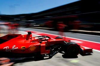 Sebastian Vettel, Ferrari SF90, quittant son garage