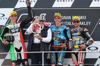 Podium: racewinnaar Alex Marquez, Marc VDS Racing, tweede plaats Luca Marini, Sky Racing Team VR46, VD Straten, derde plaats Thomas Luthi, Intact GP