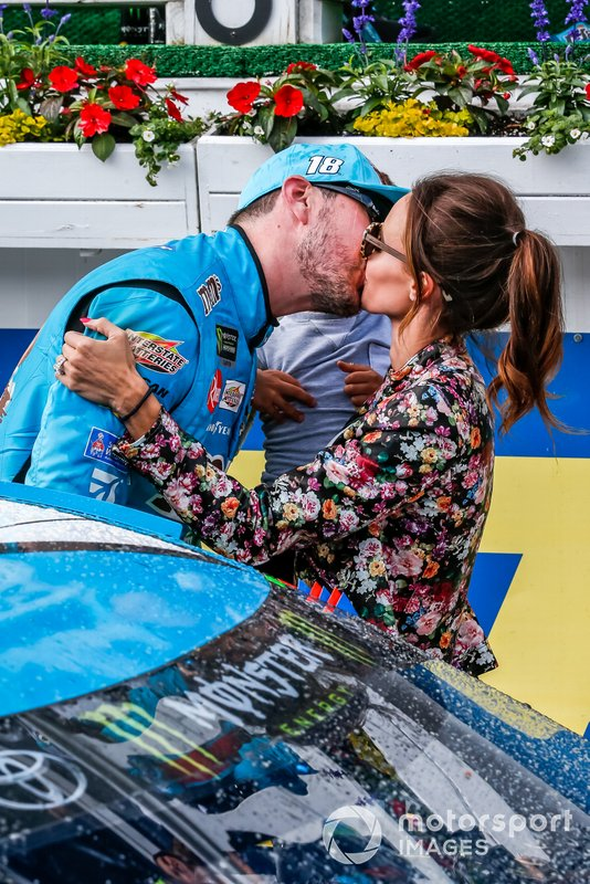 Kyle Busch, Joe Gibbs Racing, Toyota Camry M&M's Hazelnut victory, Samantha and Brexton